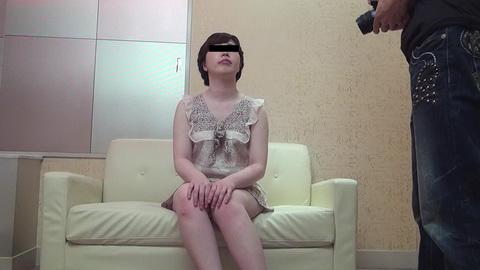 素人AV面接 ~普段は販売員をやっている美白のムッチリ美尻娘~ 市井亜矢花