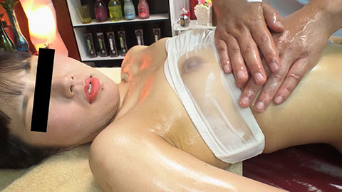 マッサージ師の巧みな施術にグチョッちゃう敏感娘 藍原優香