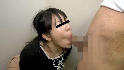 顔射から始まるハメイキ!精子で何も見えません! 佐々木由美