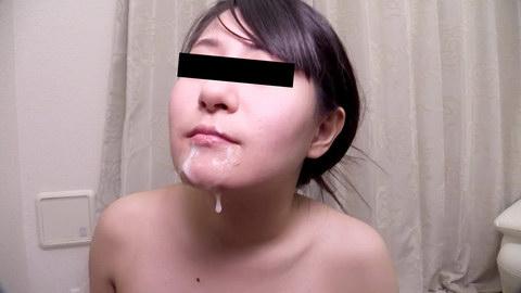 フェラ抜きで顔射された精液を自から集めてごっくんする145cmのミクロ娘 藤田めい
